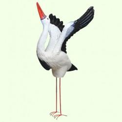 Садовая фигура Аист крылатый на метал. лапах
