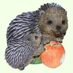 Садовая фигура Ежики с яблоком