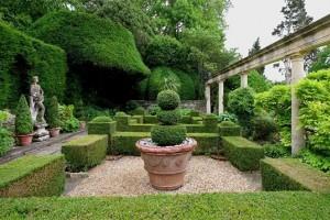 Ландшафтный стиль и садовые фигуры