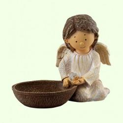 Садовая фигура Ангелок с кормушкой