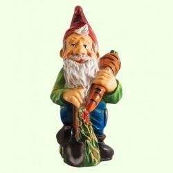 Садовая фигура Гном с морковкой (М)