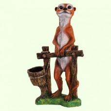 Садовая фигура Суслик у забора