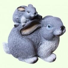 Садовая фигура Зайчиха с зайчонком